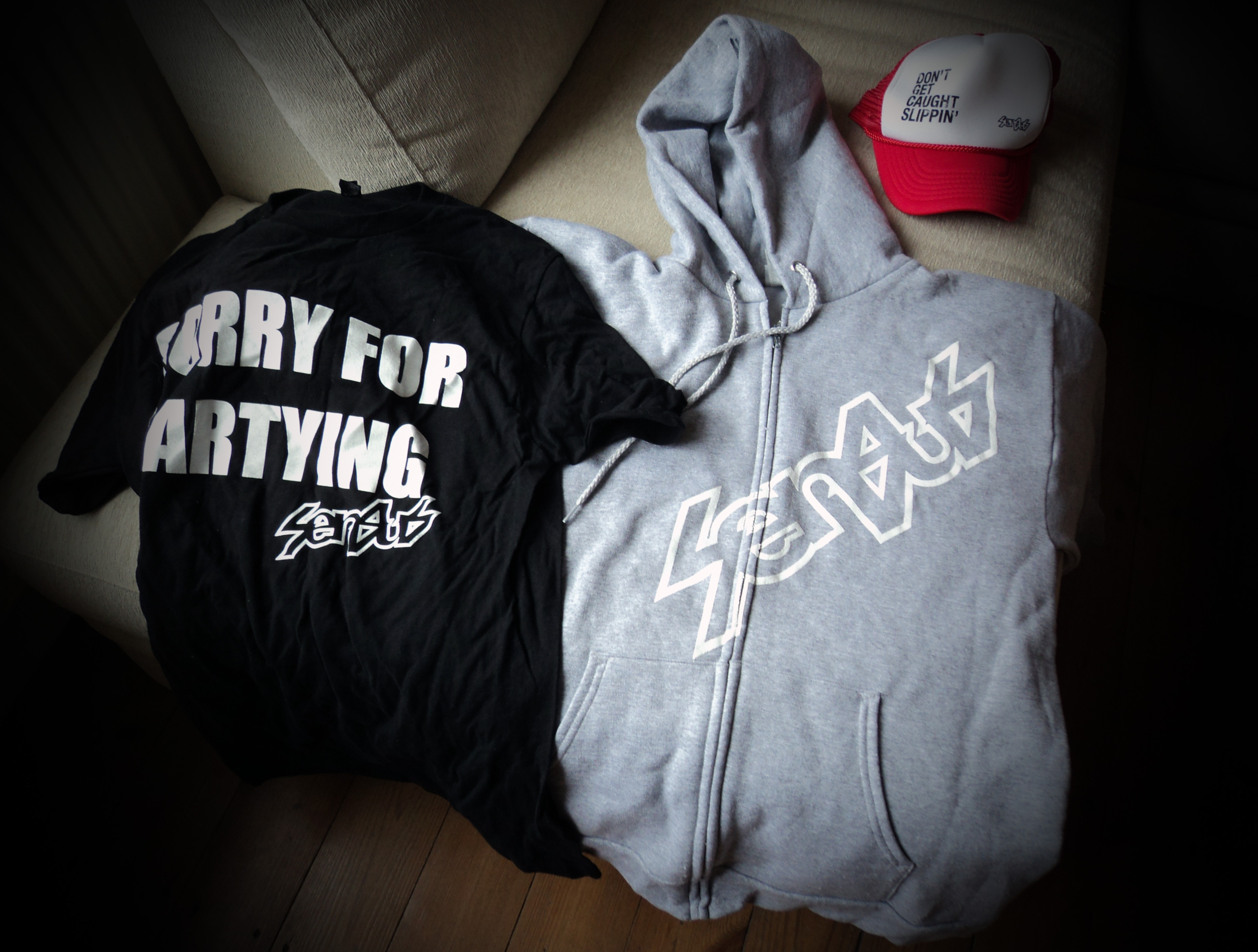 Raffle Prizes Peatys Steel City Dh T Shirt Distro Racer Claire Mccallum Won A Senus Tee Hoodie And Cap Signed By Cam Zinc Himself These Were All Donated The Generous Lads At Hook It Products Sheffields New